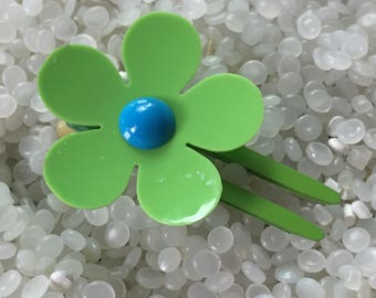 vintage hair clip, barrette Mod flower, green and blue , plastic flower hair clip