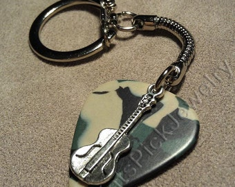 Guitar on Camouflage Camo Guitar Pick w/ Snake Chain Keyring/Keychain