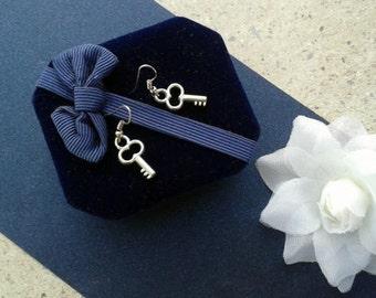 Vintage Key Earrings Charm Earrings,Key Charm Dangle Earrings,Key Shape Earrings, Metal Drop Earrings,Teen and Women's Jewelry,Nickel Free