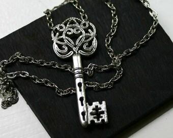 Skeleton Key Necklace in Antique Silver - Steampunk