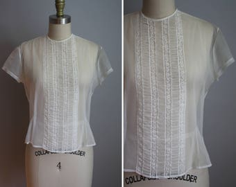 1950's Sheer Nylon Top // Smocking with Lace // Medium