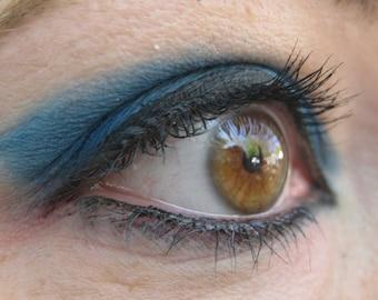 ELECTRIC BLUE Mineral Eye Shadow, Matte Finish, Natural Vegan Color