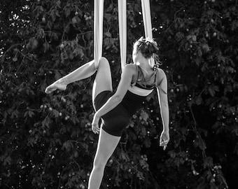"Photographic print ""Acrobat"" black and white"