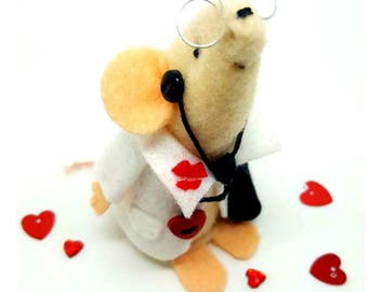 Dr Love -Felt mouse, keepsake, heart and kisses, Gift idea. Fun present, Home decor,  Minature ornamnet