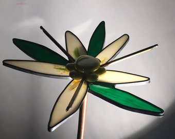 Yellow and White 3-D small stained glass garden flower - Gift, Handmade, Garden, Garden Art, Women, Man, Diane Michele Volrath LLC