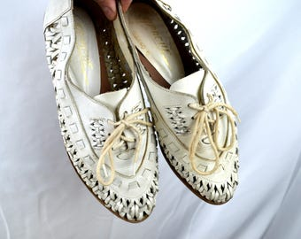 Cute Vintage 1980s Cutwork Cut Out Shoes - White Leather Lace Ups - Women's Size 7