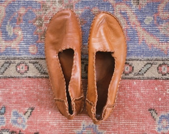 Leather Flats // size 6.5 // Vintage Moroccan Bohemian Brown Cognac Slippers