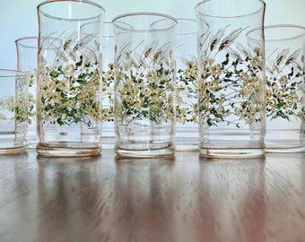 10 Matching White Flower Wheat Libbey Glass Set, Assorted Sizes, 16oz Coolers, 10oz Flat Tumblers, 6oz Juice Glasses, Retro Daisy Drinkware