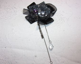 Vintage Artsy rhinestone pin brooch with dangling bead design
