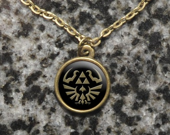 Legend of Zelda cameo necklace – Link's Hylian shield and Triforce design – LoZ cosplay necklace – jewelry / jewellery