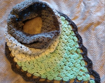 Crochet Triangle Cowl with Scallop Egde