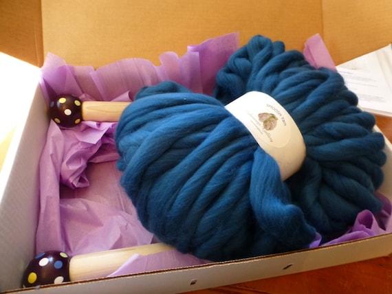DIY, Kit-of-the-Month, Smoosh Yarn, FREE Giant Needles, Super Chunky Yarn, Pattern, DIY Kit,