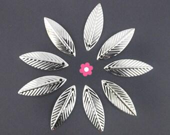 x 50 (117D) 21x7mm silver feather leaf charm