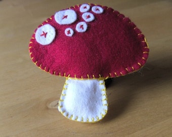 Fridge Magnet, mushroom, felt hand embroidered, woodland fridge mangnet