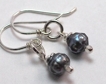 Grey Pearl Earrings, Bridesmaid Gift, Sterling Silver, Pearl Earrings, Peacock Pearl Earrings, Pearl Dangle Earrings, Bridal Pearl Earrings