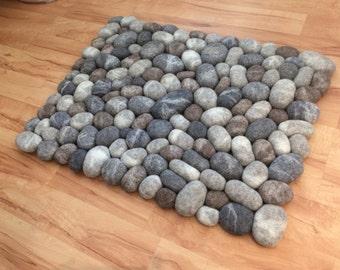 Felt stone rug / bath mat grey half moon