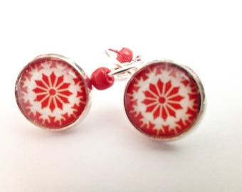 Earrings metal silver snowflake Christmas glass cabochon, cherry red background
