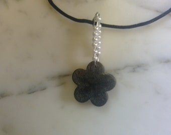 Daisy necklace in black and white