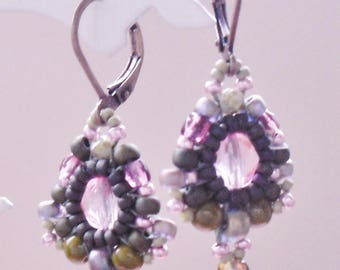 Retro earrings in green and pink seed beads