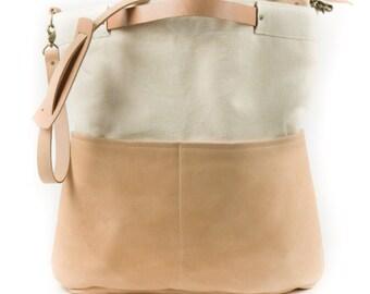 Zippered bag / Tote bag / Messenger bag / Canvas bag / Canvas tote bag / Bag with pockets / School bag / Large weekender bag