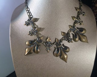 Fluer d'lis necklace