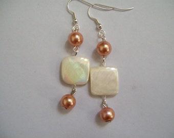 Chunky white and light gold earrings, gold earrings, pearl earrings,, chunky earrings, gold earrings, beaded earrings, white errings