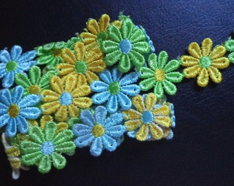 1 inch wide embroidered daisy Lace trim selling by yard