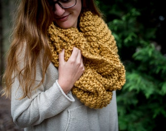 Chunky Knit Infinity Scarf - Gold