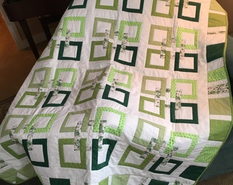 Celtic Links -  Quilt for sale, Lap quilt, Irish heritage, Celtic, Fiber Arts, Handmade Quilts for sale, Hand pieced, Free motion quilted