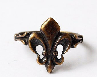 Fleur de lis, Fleur de lis jewelry, Fleur de lis ring, Lilly ring, Lilly jewelry, Metal rings, Unusual rings, Women ring, Brass ring, Brass