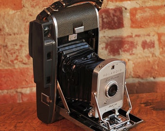 Vintage Polaroid Model 160 Land Camera