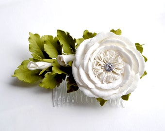 White flowers girl hair comb White roses hair comb Wedding hair flower comb Bridal flower White flower Hair comb flowers Hair flowers roses