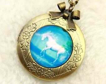 Necklace locket unicorn 2020m
