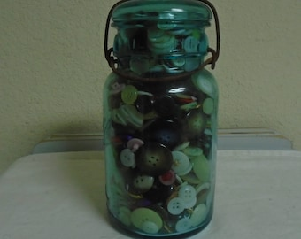 1906 Ball Canning Jar / Over 400 Vintage and Antique Buttons.