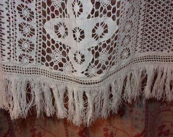 Un rideau réalisé en dentelle ancienne