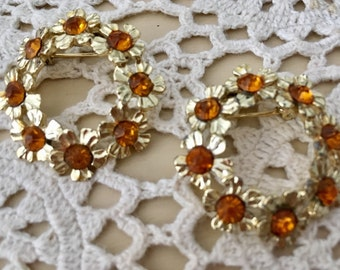 2 Vintage Goldtone Flower Wreath Scatter Pins Brooches with Amber Rhinestones