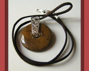 Picasso, Jasper Donut, pendentif, collier de pierres précieuses, brun doré, pendentif en jaspe, accessoires de bijoux, cordon en daim marron expresso point #747