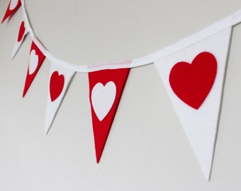 Heart Bunting - Valentines Bunting  - Mini Bunting -Queen of Hearts Bunting - Party banner - Ready to ship