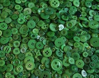 100 Green Buttons  Mix Assorted sizes  Grab Bag  (1353)