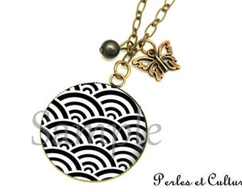 Wave black and white Japanese cabochon necklace