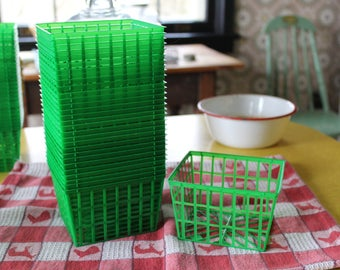 30 New Plastic Berry Baskets, Green Plastic Berry Baskets, Pint Size Berry Basket, Farm Theme, Crafting Supply, Kitchen Supply, Party Favors