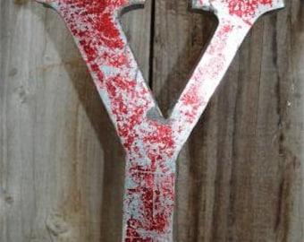 Medium vintage style 3D red letter Y