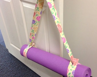 Yoga Mat Strap in Yellow Floral
