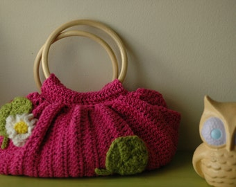 Vintage-inspired hand crocheted handbag with circular bamboo handles