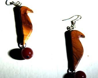 Fire Crow - Earrings of yew wood & red Jasper