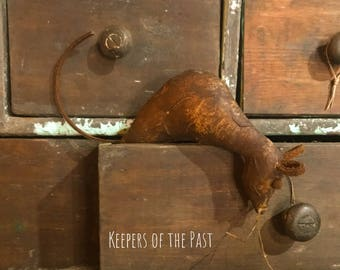 Early Primitive Leather Cuboard Mouse !