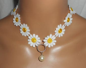 Lace Daisy with glass Pearl Necklace