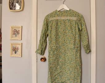 1960s green floral long sleeve mini smock dress