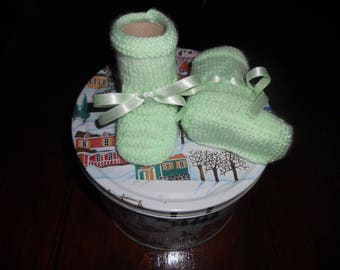 Pale green acrylic baby wool baby shoes