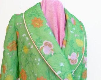 Lovely Spring Green Quilted Nylon Robe, Vintage Quilted Robe, Vintage Bath Robe, Floral Print Robe, Lounge Wear, Size SM/MED, Vtg House Coat
